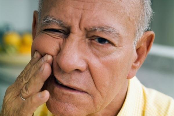 Болит голова и немеют пальцы рук